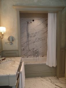 Shower of main bathroom